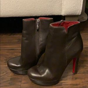 New Krizia brown leather booties